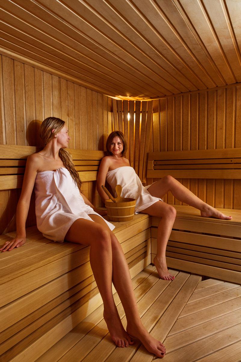 ekaterinburga-foto-iz-saun-i-ban-zhenshin-svyazannie